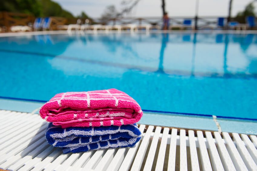 Handtücher am Pool