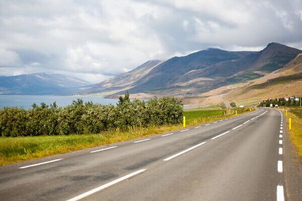 Islands Landstriche bezaubern durch Berge, Wasser, Wälder und einer traumhaften Natur.