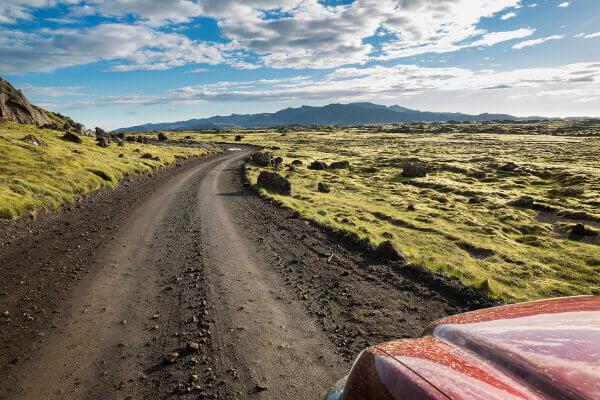 Ein unbefestigter Schotterweg - in Island keine Seltenheit