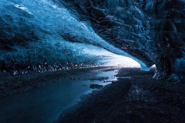 Höhle unter der Eisdecke des Vatnajökull Gletschers