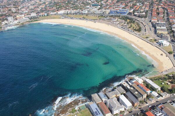 Bondi Beach in Sydney aus der Vogelperspektive