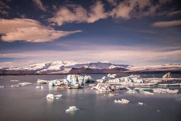 Umhertreibende Eisschollen am Gletschersee Jökulsárlón