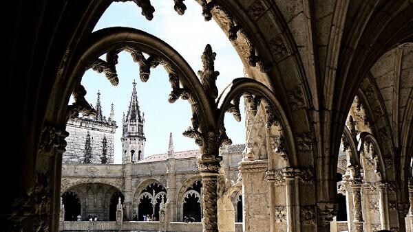 Mosteiro dos Jerónimos und dessen verzierte Rundbögen