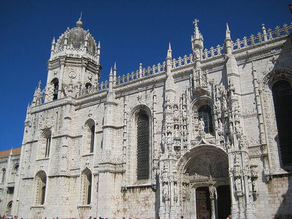 Reich verzierte Fassade des Mosteiro dos Jerónimos