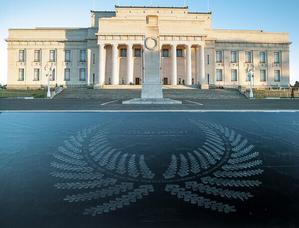 Die Fassade des War Memorial Museum in Auckland