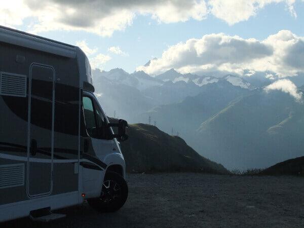 Spektakuläre Aussicht auf Schweizer Berge