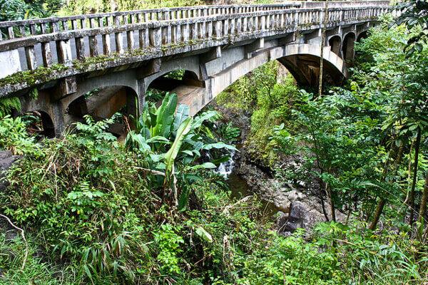 Einspurige Brücke auf der Road to Hana