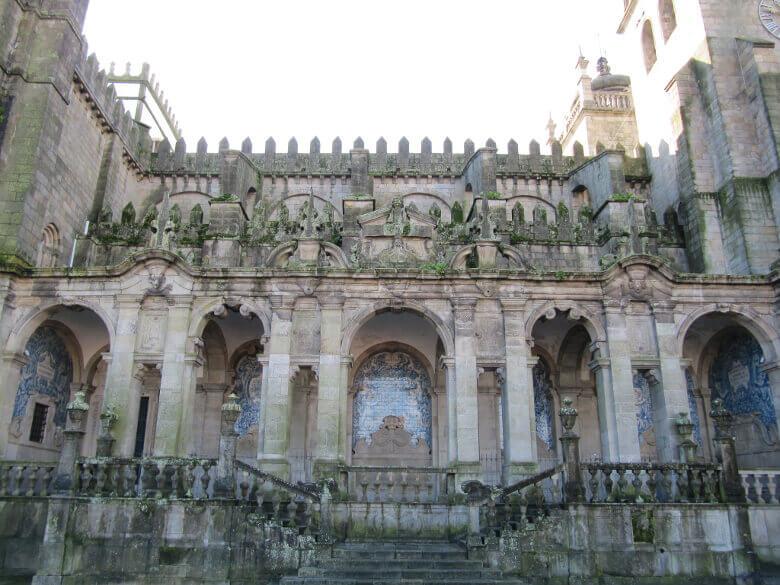 Fassade der Kathedrale von Porto