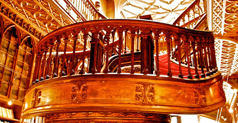 Holztreppe in der Livraria Lello