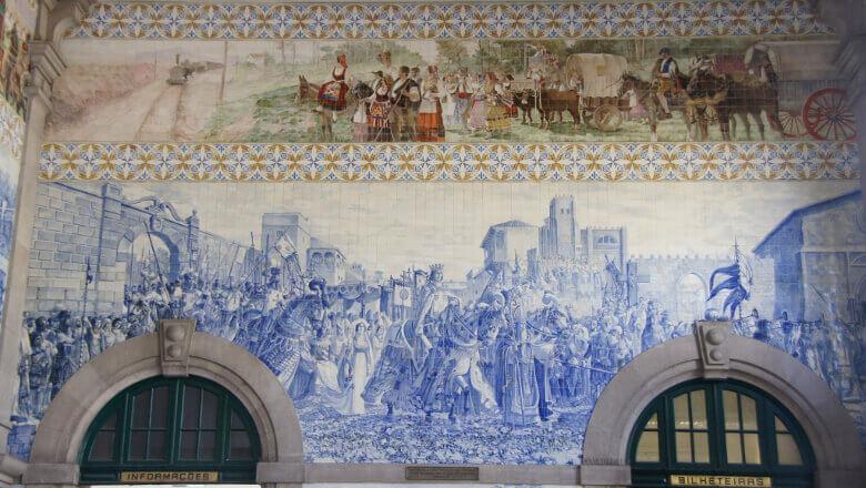 Mosaik-Wand im Estação de São Bento