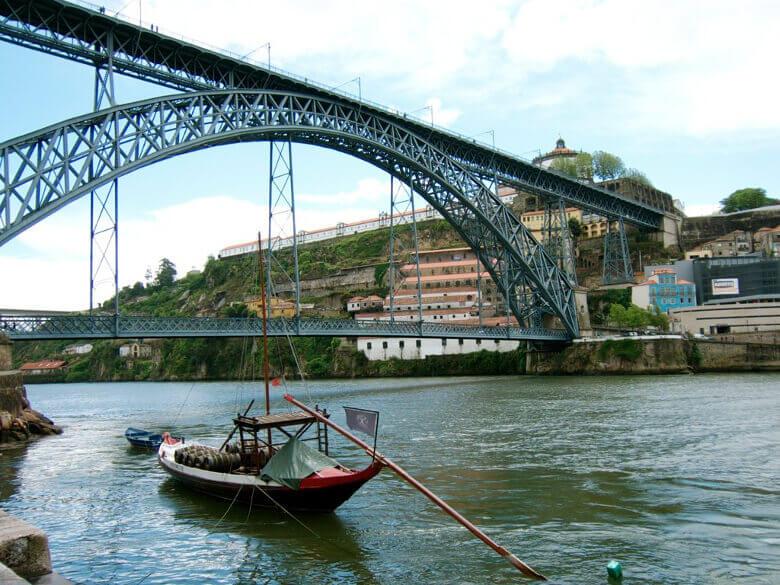 Ponte Dom Luís I vom Wasser aus