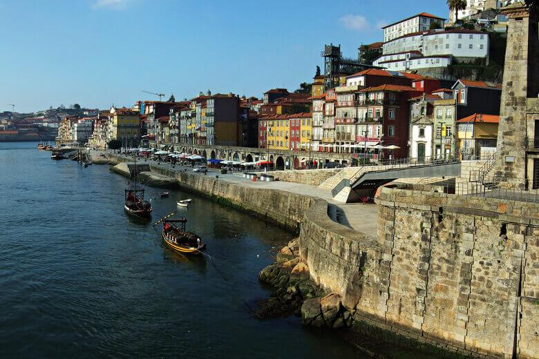 Portos Altstadt am Ufer