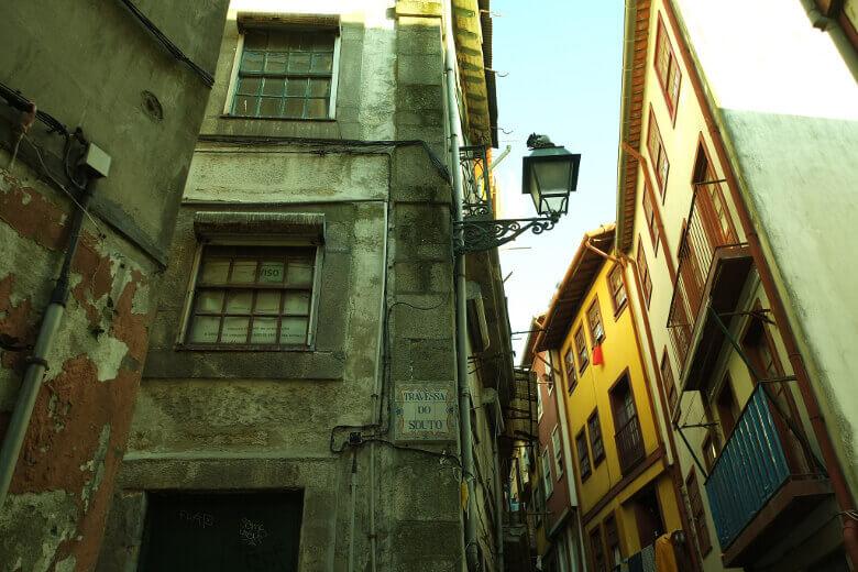 Verfallenes Haus in der Ribeira