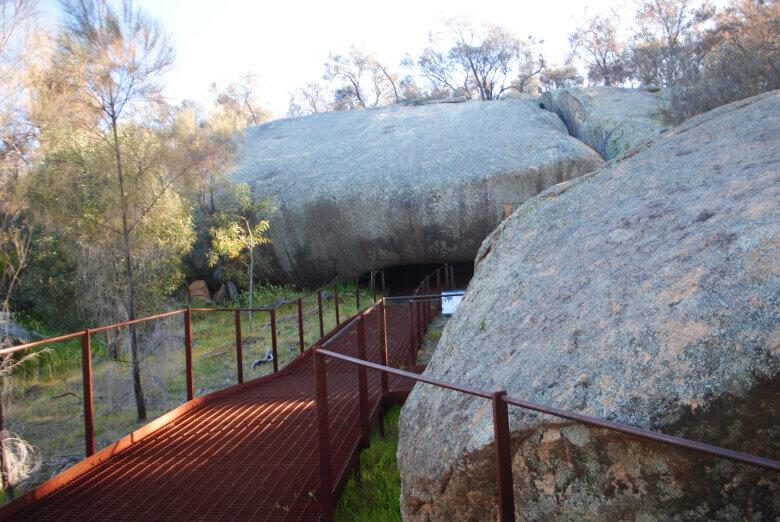 Mulka's Cave mit Höhlenmalereien