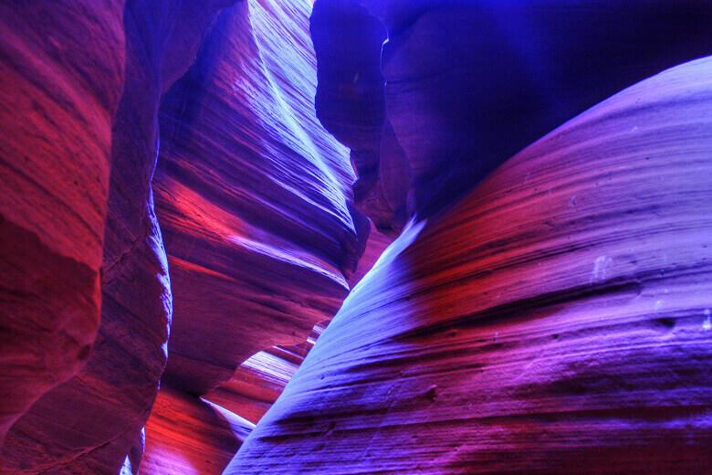 Violett- und Blautöne im Antelope Canyon