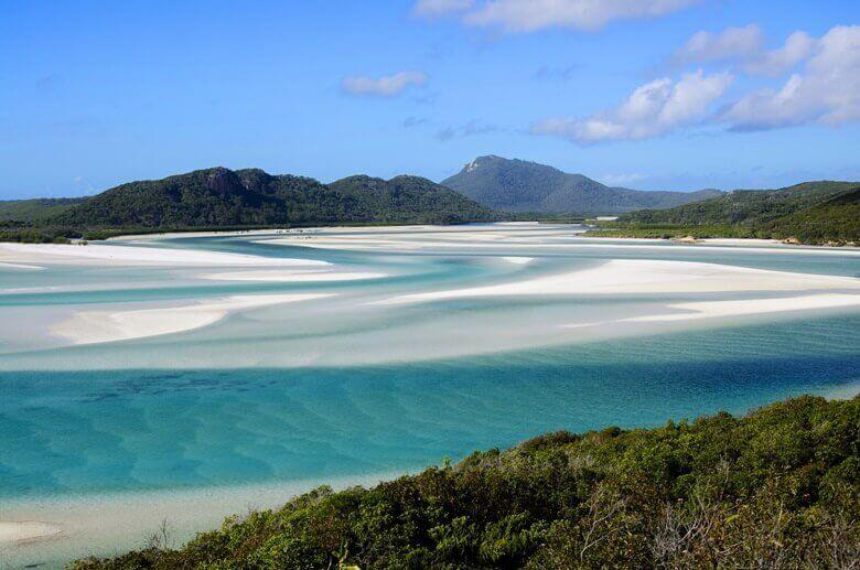 Der strahlend weiße Whitehaven Beach auf den australischen Whitsunday Islands