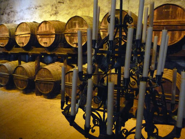 Bodega mit Sherry-Fässern in Jerez de la Frontera