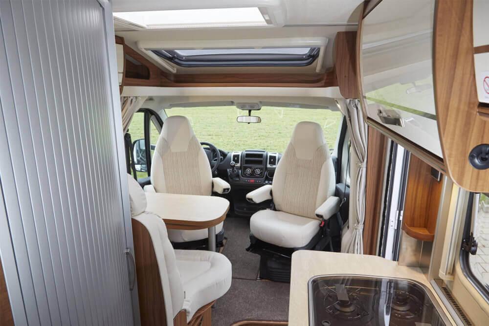 Fahrerhaus und Küchenzeile im HYMER Van