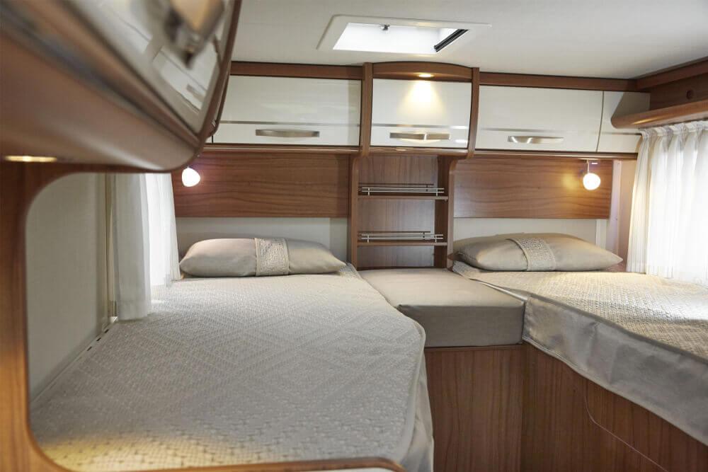 Schlafbereich mit Einzelbetten im HYMER Van