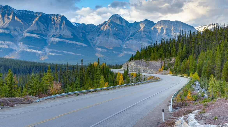 Die Berg- und Panoramastraße Icefields Parkway in Kanada