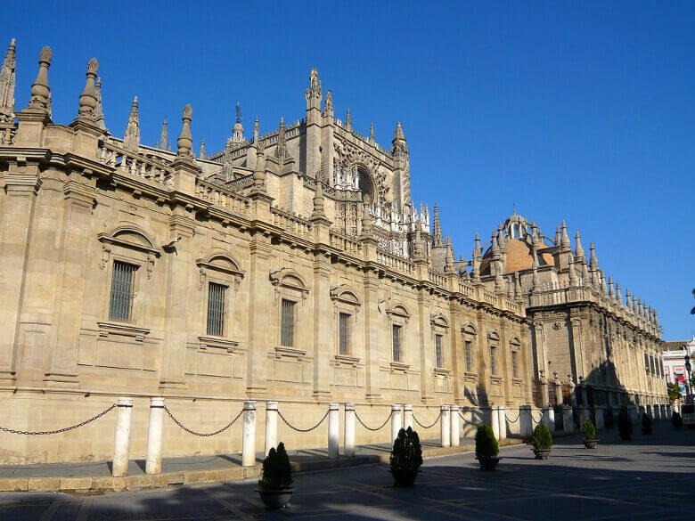 Fassade der Kathedrale von Sevilla