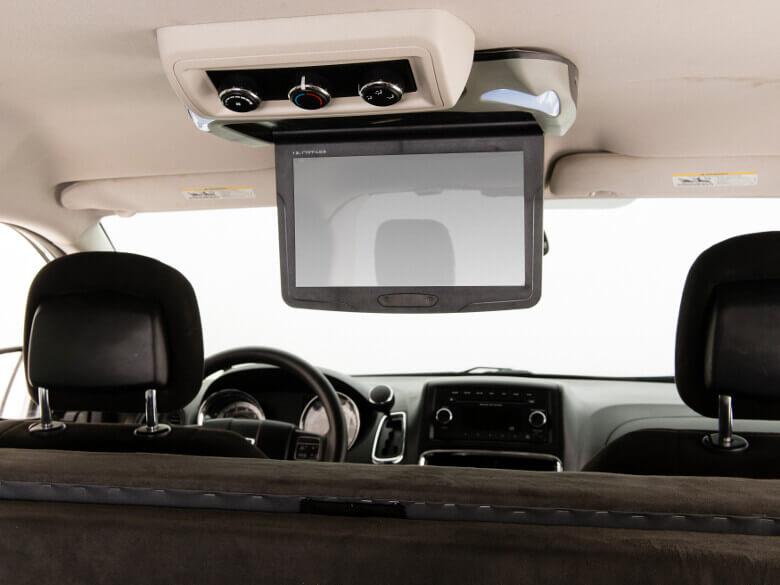 Kleiner Flatscreen für DVDs im Jucy Trailblazer und Wavefarer