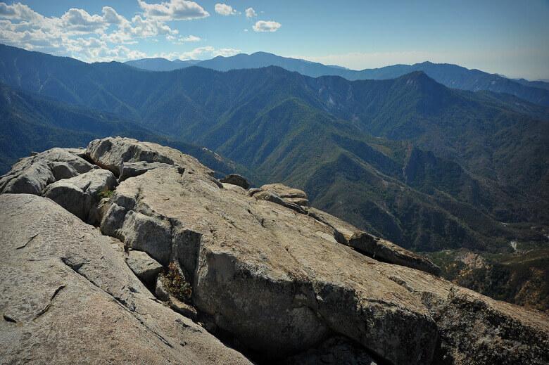 Fantastische Aussicht über den Sequoia National Park vom Gipfel des Moro Rock