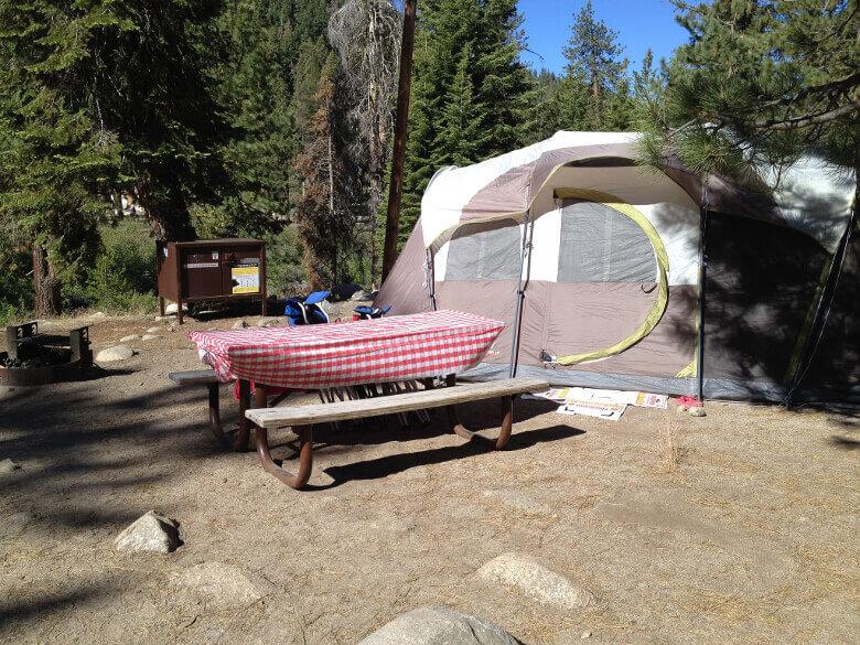 Campingplatz mit Zelt im Sequoia National Park