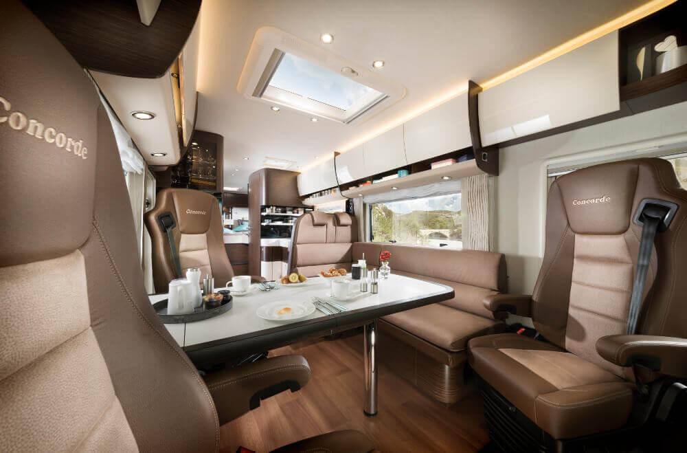 Sitzbereich mit Dinette im Concorde Credo