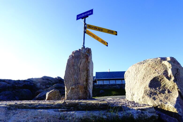 Schild 2518 Kilometer bis zum Nordkap
