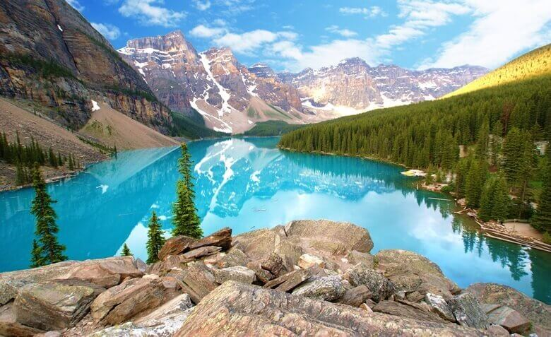 Azurblauer Lake Louise im Banff Nationalpark in Kanada