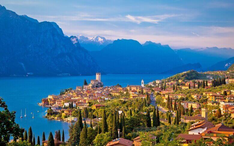 Blick auf den Gardasee in Italien