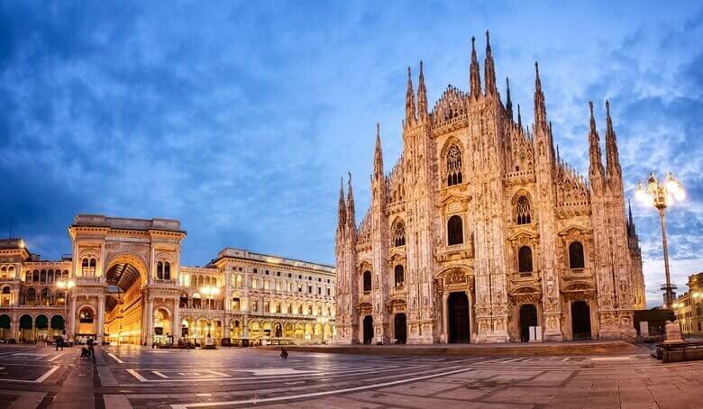 Mailänder Dom in Italien bei Nacht