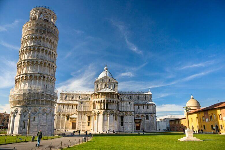 Der schiefe Turm von Pisa auf dem Plaza de Miracoli