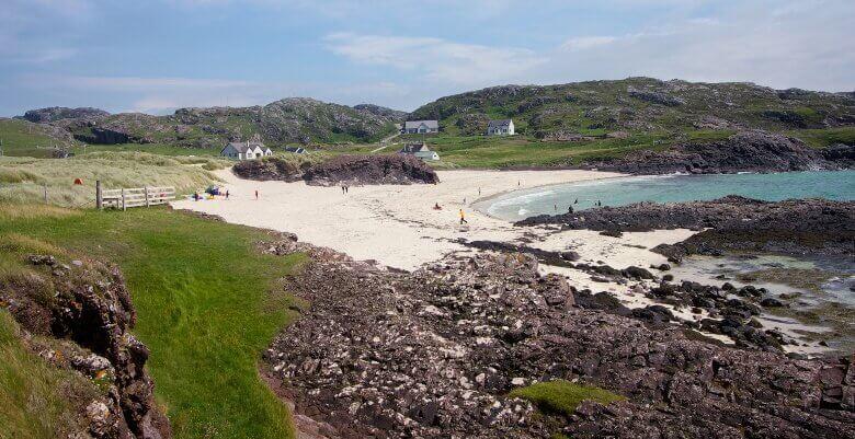 Blick auf den Clachtoll Beach in Schottland