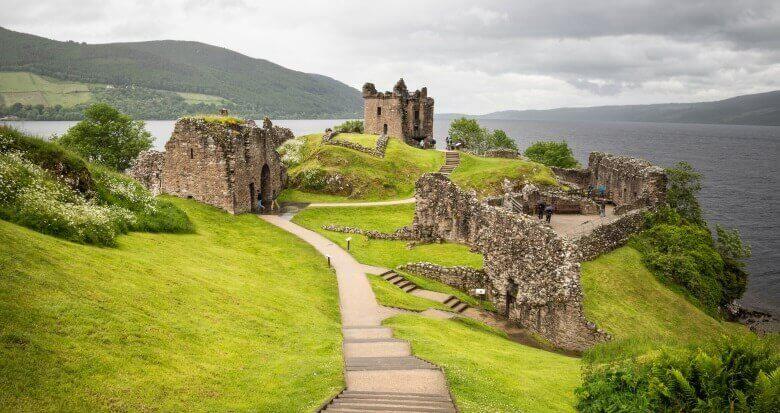 Loch Ness bei Drumnadrochit in Schottland