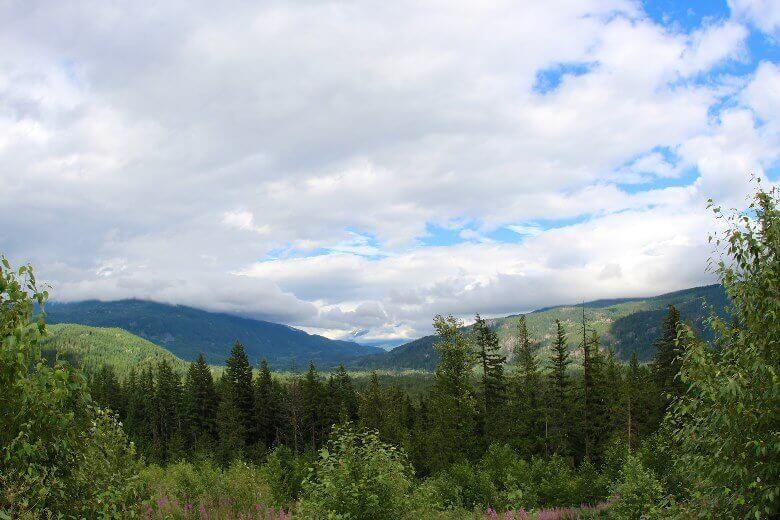 Blick vom Whistlers Campingplatz auf die Täler des kanadischen Jasper National Parks