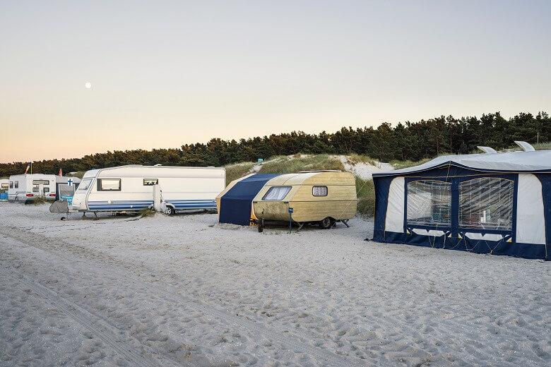Campingplatz auf der Halbinsel Darßt am Meer