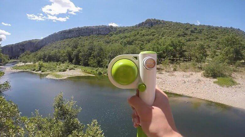 Mobile Kaffeemaschine vor einem See