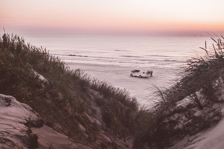 Wohnmobil am Strand in Dänemark