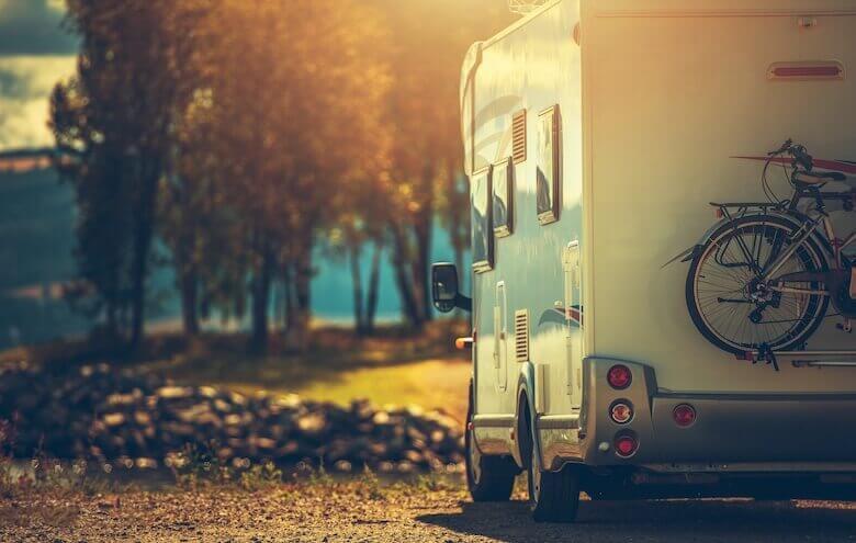 Günstig campen – Camper nehmen ihre Fahrräder mit in den Urlaub.