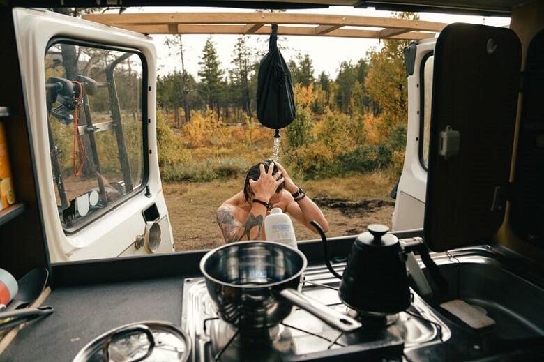 Haare waschen beim Camping