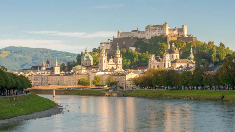 Festung Hohensalzburg in Salzburg mit Fluss
